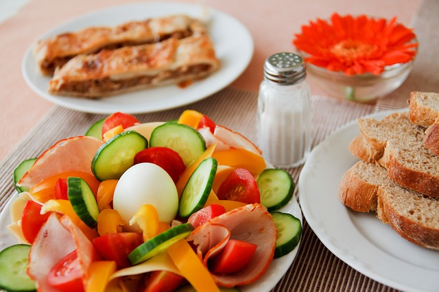 Ideally, breakfast must be rich in produce, healthy fats and lean protein.